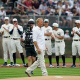 Gesichtet: Kevin Costner eröffnet Baseball-Spiel