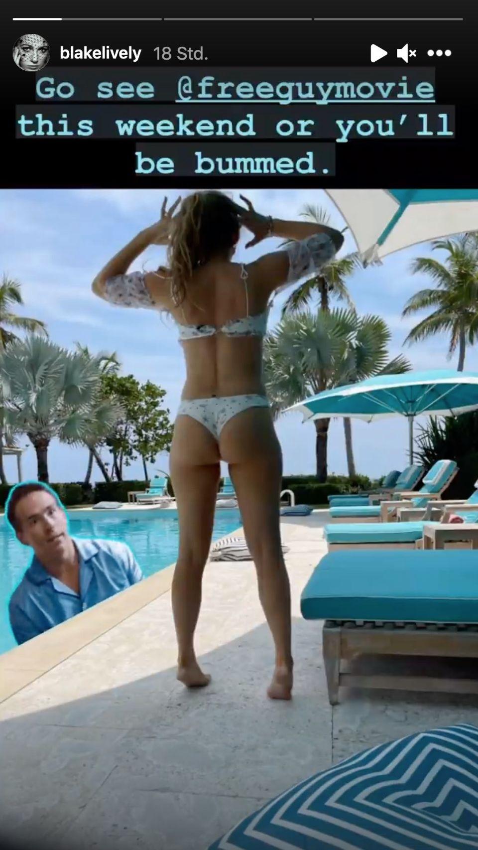 Blake Lively posiert im knappen Bikini am Pool.
