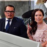 Oscar Kylberg und Maria Nilsson sind ebenfalls zur Taufe von Prinz Julian eingeladen und nehmen ihre Plätze in der Schlosskirche ein.