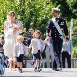 Anschließend gehts gemeinsam zumEmpfang ins Schloss Drottningholm. Hier laden Königin Silvia und König Carl Gustaf den engsten Familien- und Freundeskreis zu einem feierlichen Mittagessen ein.