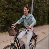 Alessandra de Osma auf dem Fahrrad