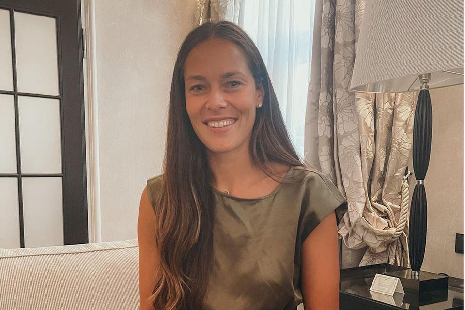 Ana Ivanovic begeistert durch ihre sympathische und vor allem natürliche Erscheinung. Die Zweifach-Mama zeigt sich häufig mit wenig Make-up, ihre Haare trägt die 33-Jährige meist glatt und offen. Doch ihr neuester Instagram-Post beweist, dass die Frau von Bastian Schweinsteiger auch Freude an Make-up hat.