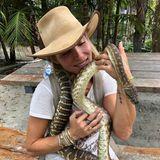 Wilde Tiere: Elsa Pataky mit wilder Schlange