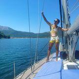 Jacht-Urlaub: Jorge Gonzalez im Badeanzug auf einer Jacht in Griechenland