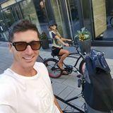 Robert Lewandowski auf Fahrradtour mit seiner Frau