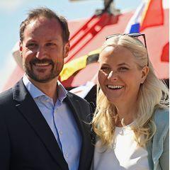 Prinz Haakon wird seiner geliebten Mette-Marit mit Sicherheit einen ganz besonderen Geburtstag bescheren. Die genauen Pläne zu Prinzessin Mette-Marits Ehrentag sind bisher nicht bekannt, aber sie wird es sich bestimmt im Kreise ihrer Familie gut gehen lassen.