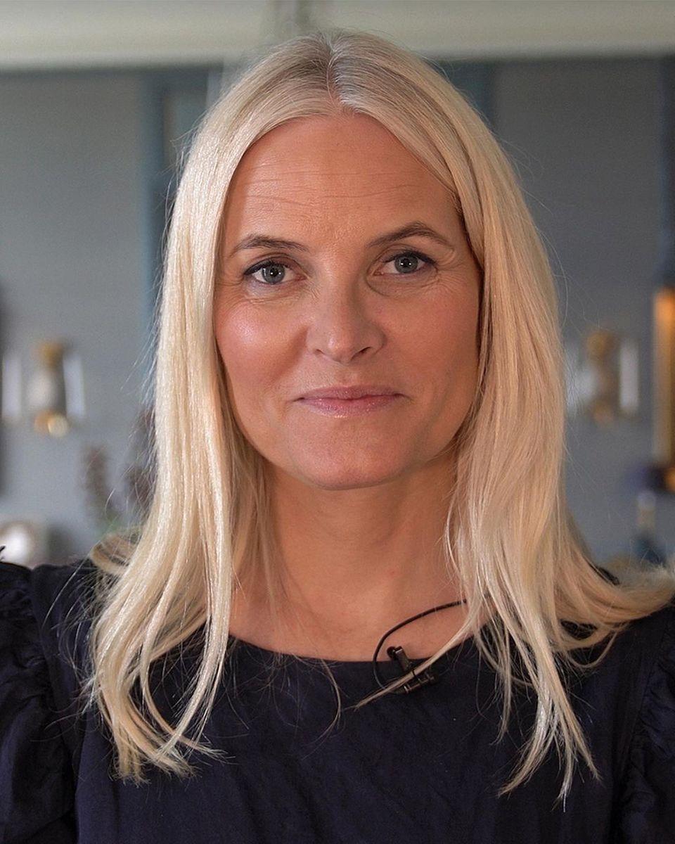 19. August 2021  Herzlichen Glückwunsch!  Mit drei schönen Fotos der norwegischen Kronprinzessin gratuliert der Palast Mette-Marit zum 48. Geburtstag. Vorne weg ein aktuelles Porträt der Prinzessin, auf dem sie selbstbewusst in die Kamera blickt.