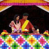 König JigmeundKönigin Jetsun Pema zieren die Parade