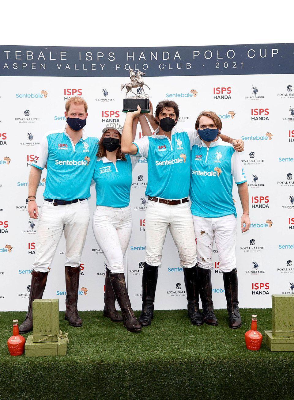 Windsor RTK: Prinz Harry mit Polo Team bei Siegerehrung