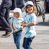 21. August 2021  Auch an Tag 2 des Porsche Carrera Cups sind Prinz Gabriel und Prinz Alexander auf der Motorsport-Rennstrecke. Die beiden Brüder unterstützen Papa Prinz Carl Philip, der bei der Rennserie selbst mitfährt.