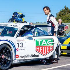 Der Rennsport ist eine große Leidenschaft von Prinz Carl Philip. Für ihn ist es eine Ehrensache, beim Porsche Carrera Cup in Schweden dabei zu sein. Umso schöner ist diese Erfahrung für ihn wohl dank des familiären Supports an der Rennstrecke.