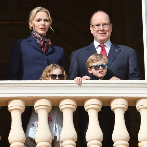 Fürstin CharlèneundFürst Albertmit ihren Kindern Jacques undGabriella.