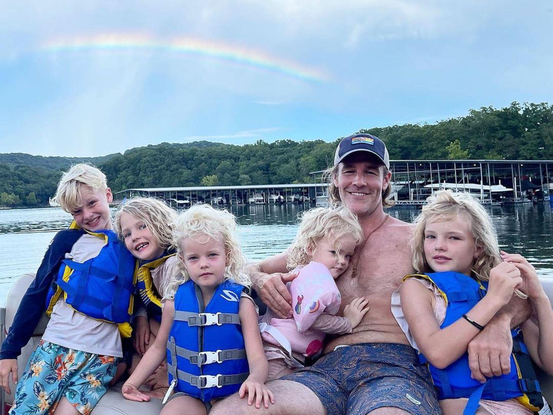 Sprösslinge: James van der Beek mit fünf Kids auf dem Boot