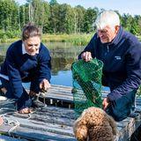 Schweden Royals: Prinzessin Victoria beim Fkusskrebs fangen