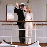 Am Tag vor ihrer eigentlichen Hochzeit am 25. August 2001 unternahmen Prinzessin Mette-Marit und Prinz Haakon eine Bootsfahrt in Oslo. Die Braut trug dabei eine helle Leinenhose mit Streifen sowie einen weißen Cashmere-Pullover. Der Bäutigam in spe erschien ganz klassisch mit Kapitänsmütze und dunkelblauem Anzug.