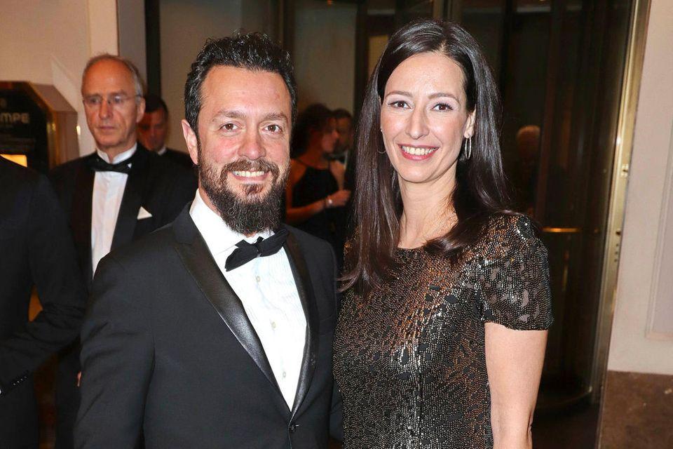 Ehemann Reha Omayer und Pinar Atalay beim 71. Hamburger Presseball 2020