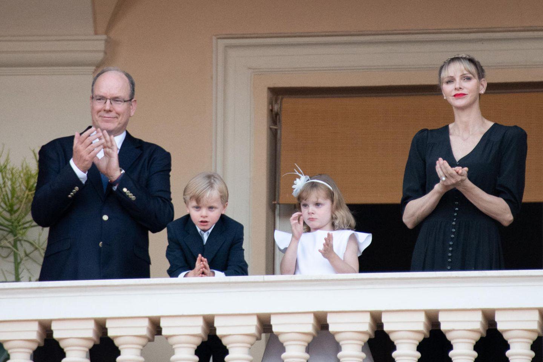 Fürst Albert und Fürstin Charlène mit den Zwillingen Jacques und Gabriella