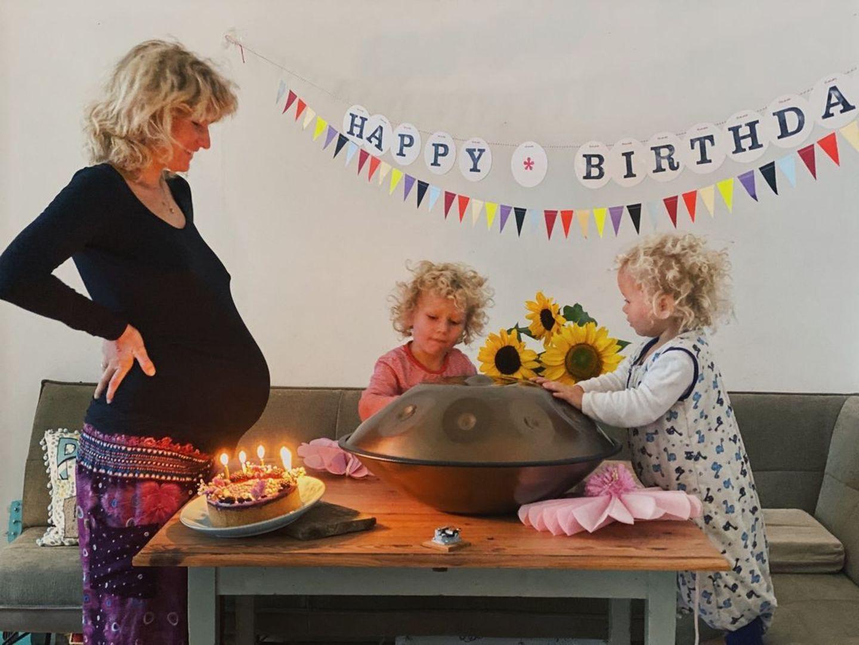 Familie: Janni Hönscheid feiert Geburtstag