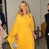 Bei einem Event in Los Angeles strahlt Nicky Hilton Rothschild mit ihrem knalligen Kleid um die Wette. Die Traumrobe stammt aus dem Hause Elie Saab und unterstreicht den Teint der Unternehmerin perfekt. Eine tolle Wahl!