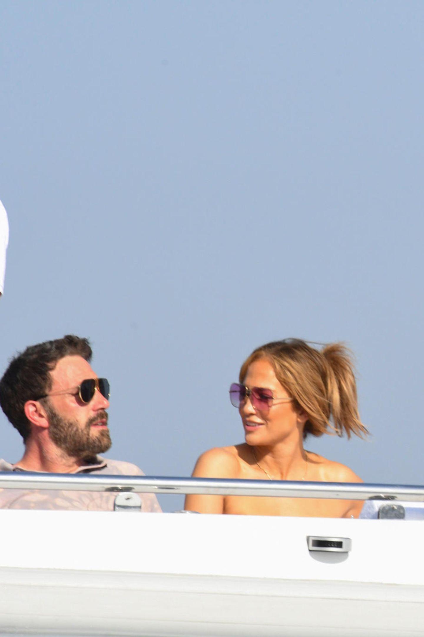 Ben Affleck und Jennifer Lopez auf einer Yacht