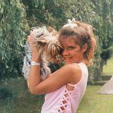 Victoria Beckham als Kind mit Hund Bambi