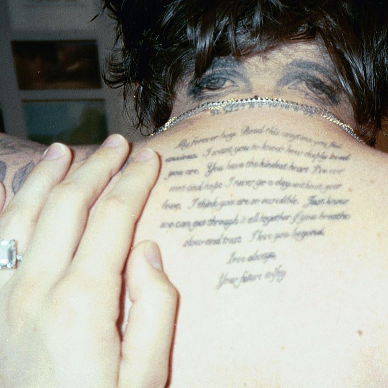 Optische Täuschnug: Brooklyn Beckham mit Tattoo auf dem Rücken