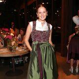 Pia Riegel posiert auf einer Veranstaltung für die Fotografen.