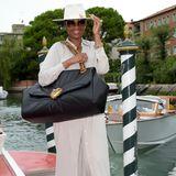 Jennifer Hudson reist mit Hut und XL-Tasche nach Venedig.