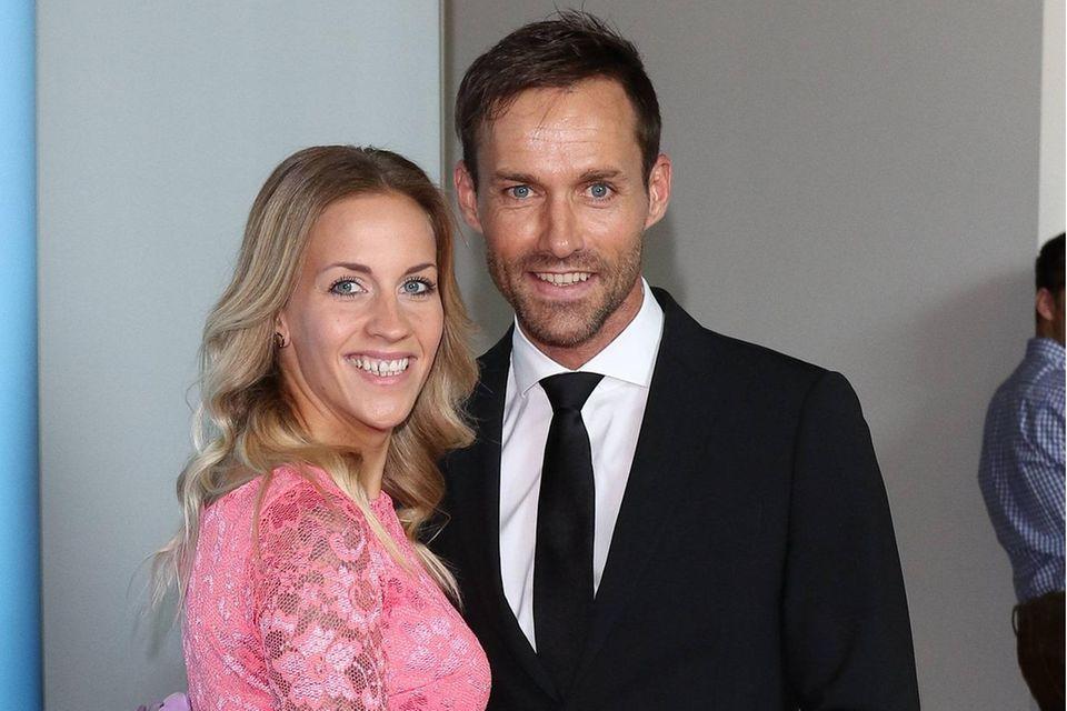 Sven Hannawald mit seiner Ehefrau Melissa Hannawald. Das Paar hat zwei gemeinsame Kinder, Sohn Glen und Tochter Liv, und ist seit 2016 verheiratet.
