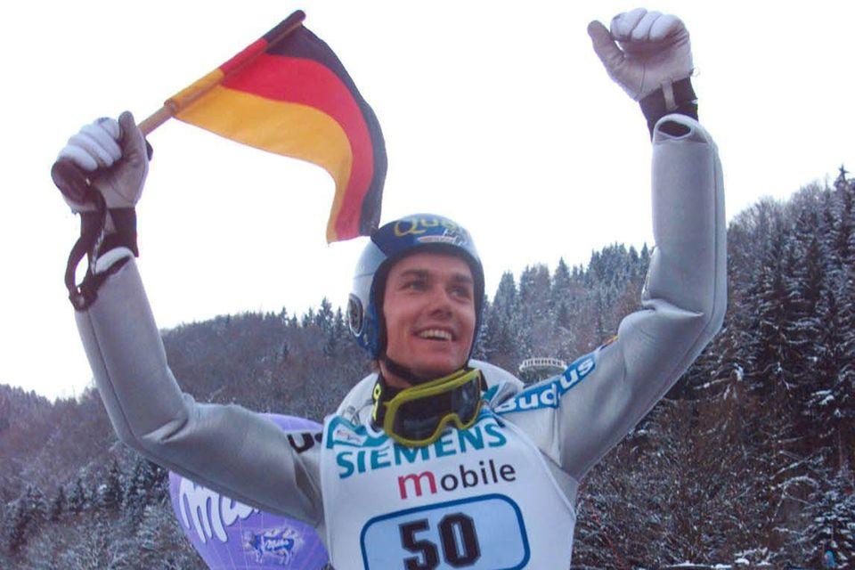 Sven Hannawald gewann 2002 als erster Skispringer alle vier Springen der Vierschanzentournee (Grand Slam).