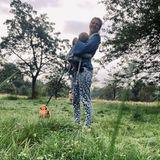 Outdoor: Nina Bott mit Hund und Kindern