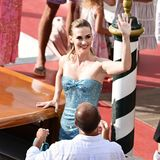 January Jones glänzt bei der Dolce&Gabbana-Show