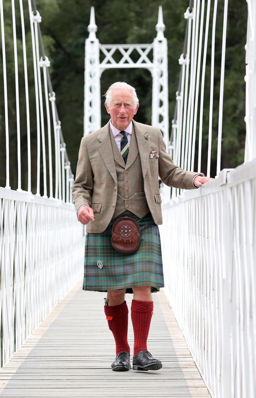 Prinz Charles auf der Brücke in Ballater