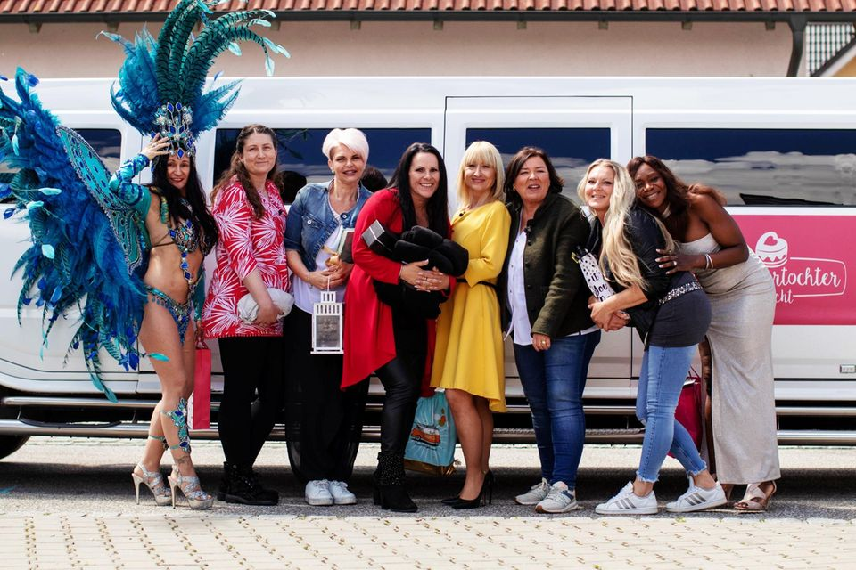 Vera Int-Veen zusammen mit Liebeskandidatinnen für Single Christian.