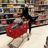 Stars im Supermarkt: Chrissy Teigen kauft Brettspiele