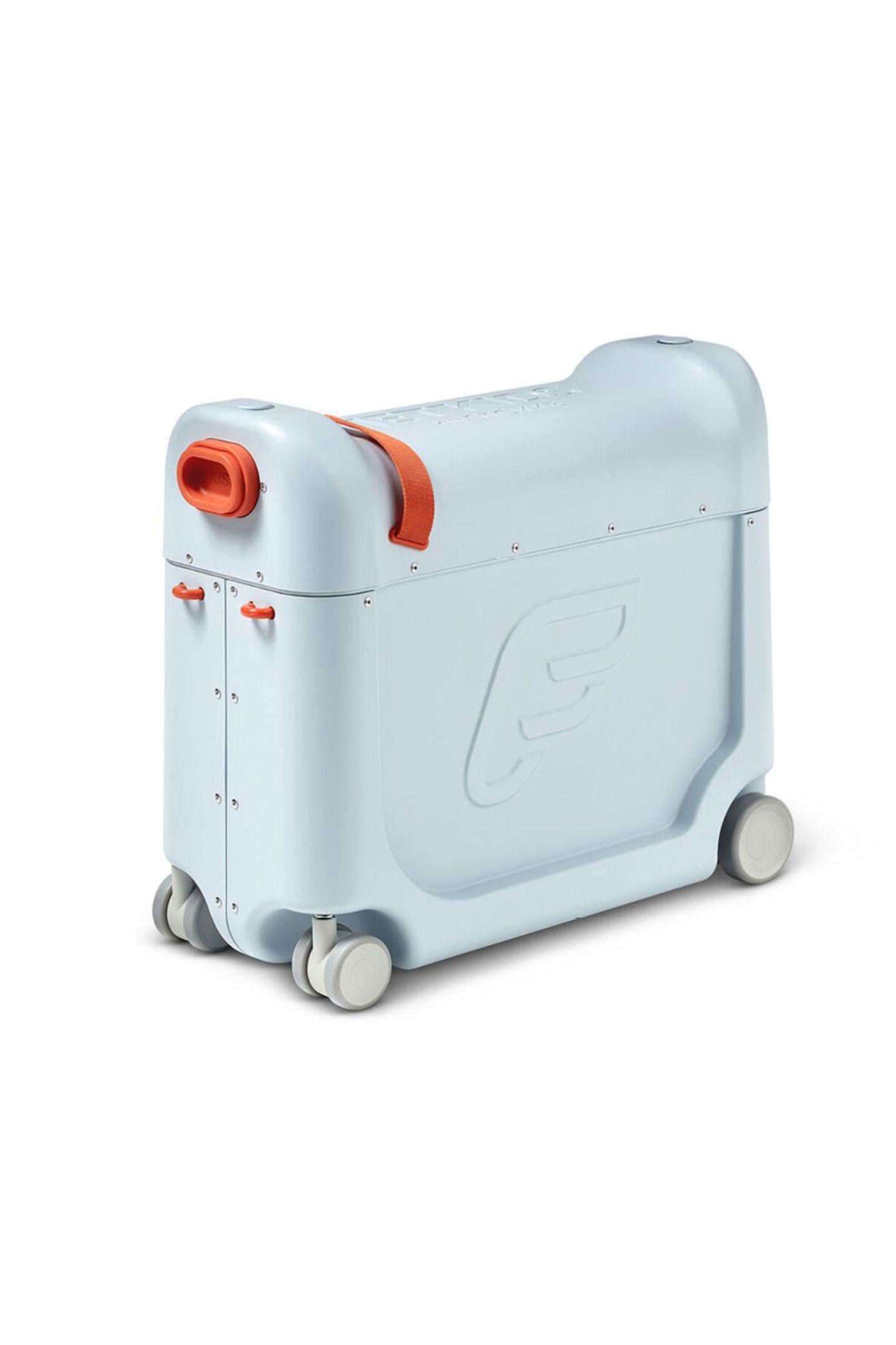 """Little Big AdventureDamit sich auch die Kleinsten ganz groß fühlen und bequem reisen, lässt sich auf diesem Koffer nicht nur herrlich sitzen, sondern dank derausklappbaren Konstruktion auch in Zug oder Flugzeug schlafen. """"JetKids Aufsitzkoffer"""" von Stokke, ca. 169 Euro"""