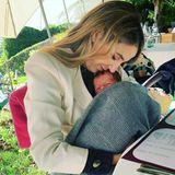 Sprösslinge: Tessy De Naussau kuschelt mit ihrem Baby