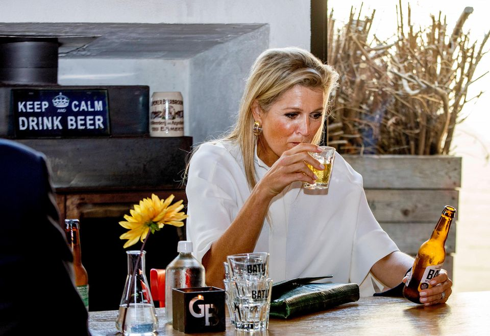 RTK: Königin Máxima trinkt Bier