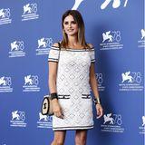 Penélope Cruz präsentiert bei ihrer Pressekonferenz in Venedig diesen Häkellook in Luxusausführung von Chanel.