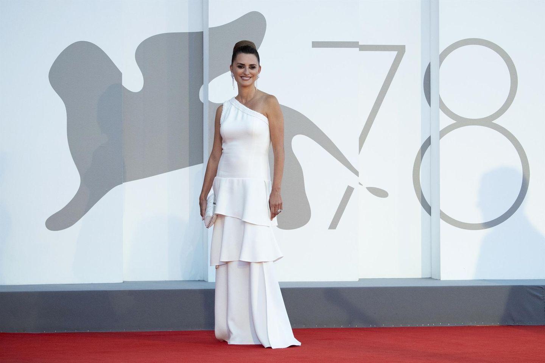 """Bei der Premiere von """"Competencia Oficial"""" setzt Penélope Cruz auf Chanel."""