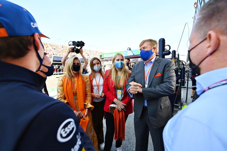 5. September 2021  Royals rasant: Die niederländischen Königsfamilie lässt es sich nicht nehmen, beim Formel 1 Grand Prix der Niederlande in Zandvoort höchstpersönlich dabei zu sein. Vor dem Rennen treffen Máxima, Ariane, Amalia und Willem-Alexander auf den niederländischen Rennfahrer Max Verstappen.