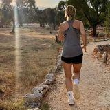 Stars beim Sport: Susanna Ohlen joggt dem Sonnenuntergang entgegen