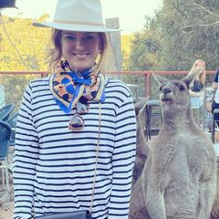 Wilde Tiere: Isla Fisher mit Känguru