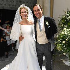 Zum zweiten Mal geben sichPrinzessin Maria-Anunciata von Liechtenstein undEmanuele Musini das Jawort. In ihrem weißen Satinkleid mit Ballonärmeln von Valentino sieht die Prinzessin einfach zauberhaft aus – wie im Märchen.
