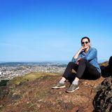 Outdoor: Ulrike Frank sitzt auf Berg