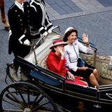 Besuch in Schweden: Königin Silvia und Elke Büdenbender winken aus der Kutsche