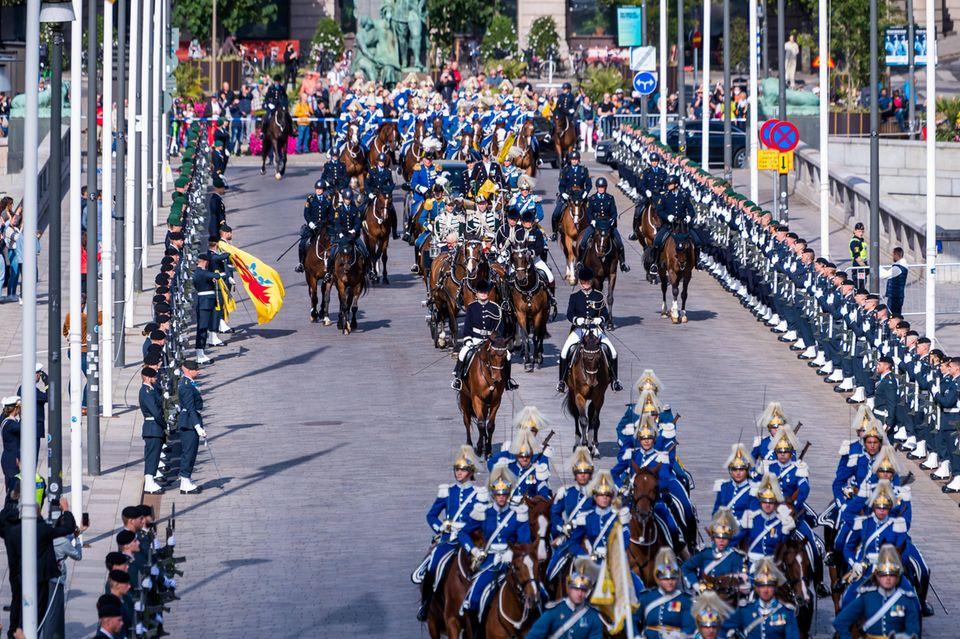 Schweden Royals: Staatsbesuch fährt mit Kutsche zum Schloss