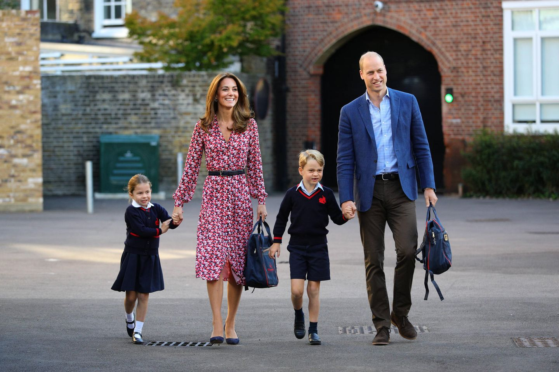 Prinzessin Charlotte, Herzogin Catherine,Prinz George undPrinz William bei der Einschulung von Prinzessin Charlotte in die Vorschule der Thomas's Battersea Schule in London im September 2019