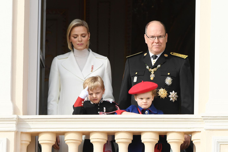 Fürstin Charlène, Fürst Albert, Prinz Jacques und Prinzessin Gabriella.