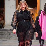 """Bei """"Germany's next Topmodel""""durfte sich Daschaüber den zweiten Platz freuen. Auf dem Runway von Marcel Ostertag macht sie in einem schwarzen Spitzen-Look eine tolle Figur."""